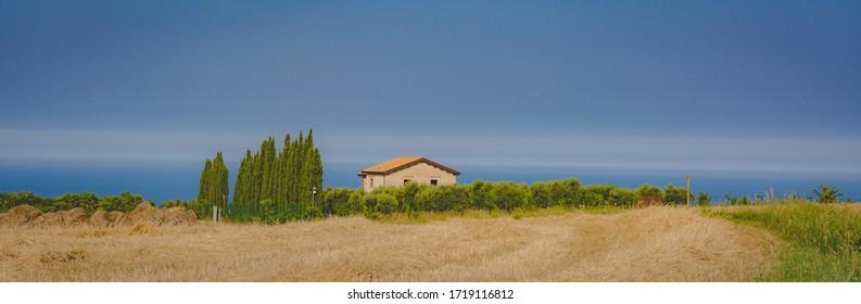 Landschaft in der Region Marken in Italien - Europa. Landschaft in der Nähe von Fermo. Sommerlandschaft