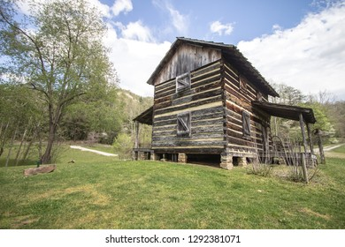 Rural Log Cabin. Log Cabin in the mountains of Kentucky. This is a historical pioneer cabin the Daniel Boone National Forest. This is not a private residence or property.