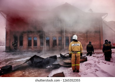 Russia, Barnaul-February 6, 2018. Firefighters and rescuers extinguish a fire in the Museum of war