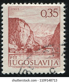 RUSSIA KALININGRAD, 12 NOVEMBER 2016: stamp printed by Russia, shows shore and mountains, circa 1973