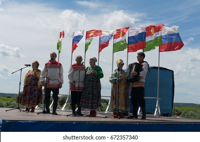 RUSSIA, 'KALUGA REGION', 'DVORTSY' - JUL 1, 2017: Reconstruction of military operations in '1480'. Performance of artists at the festival