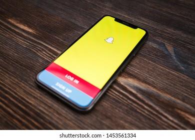 Snapchat Logo Images, Stock Photos & Vectors | Shutterstock