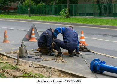 Russia, Moscow, July 23rd 2017.  The workers in the street fixing the fault of sewerage system
