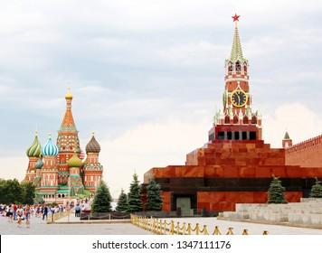 Russia, Moscow Red Square. Moscow Kremlin and St Basil's Cathedral