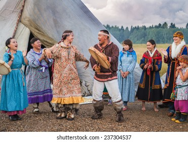 Russia, Moscow region, village Morozova - August 17, 2014: Wedding ceremony of the Northern peoples.
