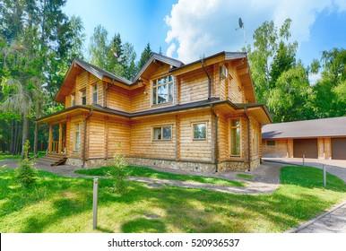 Rusia, región de Moscú, casa de madera en la cabaña