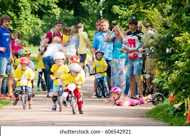 Russia. Moscow. Vorontsovsky Park on the 21st of August. STRIDER CUB 2016. Racing on the balance bike