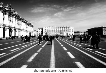 Russia, Saint Petersburg - may 1, 2017: Winter Palace on Dvortsovaya Ploshchad in St. Petersburg. Royal Palace (today the Hermitage art gallery) baroque style. Retro style foto