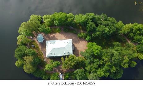 RUSSIA, SAINT-PETERSBURG, PUSHKIN - JUNE 26, 2021: Walk in Catherine Park and a bird's-eye view, Big Pond