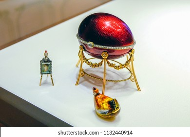 RUSSIA. Saint-Petersburg. Shot 12 05 2017  Easter egg chicken kelha . Now jewelry egg is in the Faberge Museum