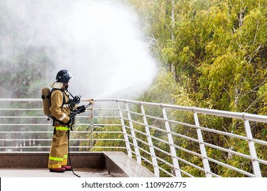 Russia, Samara. 16.10.2015. Fire. Russian Emergency Situations Ministry. Fire. Forest fires. Fire engine.