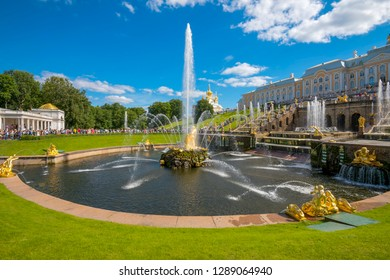 "Russia, St. Petersburg-August 09, 2016: Samson-the Central fountain of the Palace and Park ensemble ""Peterhof""."