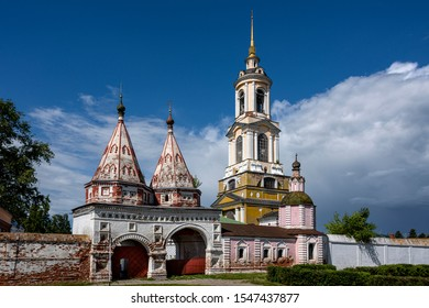 Russia, Vladimir Oblast, Golden Ring, Suzdal: Holy Gate (Svyatyye Vorota), main entrance, wall and yellow bell tower of Rizopolozhenskiy Monastery in the center of one of the oldest Russian towns.