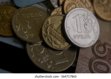 Russian paper money, coins and credit cards