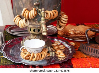 Russian traditional samovar with bundles of bagels.