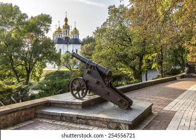 Russian XVI-XVIII century cannon on shaft Detintsa in Chernihiv. ?ity Chernihiv on Desna River - capital of Chernihiv region in Northern Ukraine. Chernihiv is one of oldest cities of Kievan Rus.