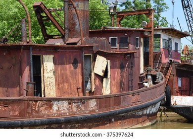 Rusted old boat on the creek