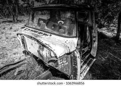Rusted old truck in the Blue Mountains, Black and White