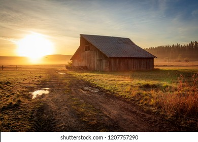 Rustic old barn in rural Oregon, USA.