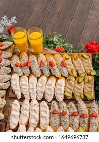 sándwiches rústicos cocina comida fotografía fondo tapicería imagen conceptual en el patio café exterior