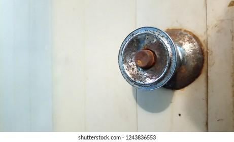 Rusty steel on The door knob old
