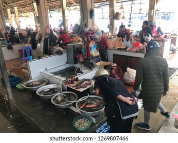 Sa pa vietnam 30 nov 2018 Wet market in sa pa . Local people come and buy kitchen stuff and bring home . Their home is located as far 2-5 hour drive from sa pa town
