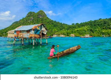 SABAH, MALAYSIA - OCT 18, 2017: Unidentified Borneo Sea Gypsy kids on a canoes in Bodgaya Island, Sabah Borneo, Malaysia.