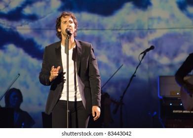 SACRAMENTO, CA - AUGUST 25: Josh Groban performs at Power Balance Pavilion in Sacramento, California on August 25th, 2011