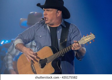 Sacramento, CA/USA - 3/27/2015 : Garth Brooks performs before a sold out crowd at the Sleep Train Arena in Sacramento, CA.