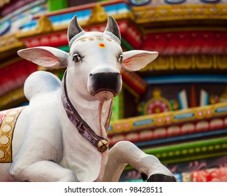 A sacred Hindu cow statue at the Sri Mariamman Temple in Chinatown, Singapore