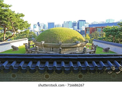 the sacred Samneung Park where three Korean kings laid to rest now is surrounded by modern buildings of Gangnam District, Seoul, South Korea, Oct.4th, 2016