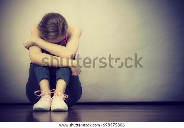 Photo De Stock De Triste Jeune Fille Adolescente Déprimée