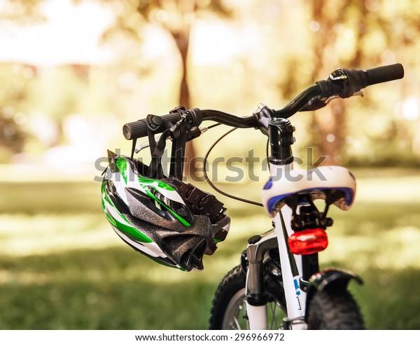 安全な自転車のヘルメット