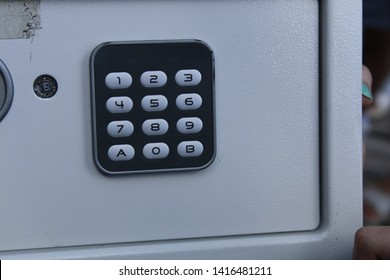 SAFE WITH COMBINATION LOCK NUMBERS