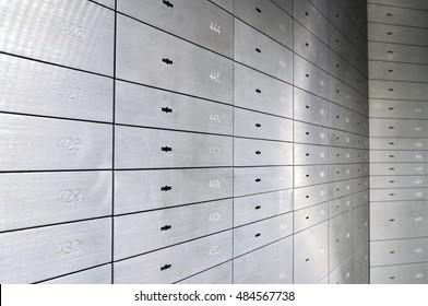 Safe-Schließfächer, Safe-Einzahlungsdosen einer deutschen Bank