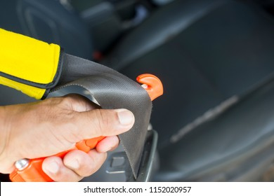 Safety Hammer Mounting in Cars use in Case Accident