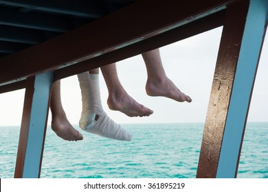 SAFETY TRIP IN YOUR HOLIDAY !! : TOURIST 'S INJURY LEG ,SITTING AT THE SIDE OF BOAT-SUNDECK DURING TRAVELING IN THE SEA