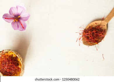 saffron flower and types in a spoon