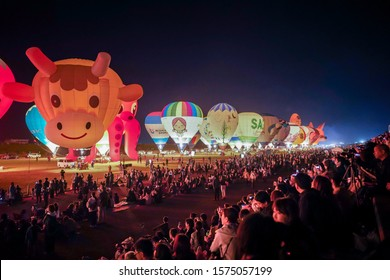 Saga, Japan - Nov. 3, 2019: Unidentified participants getting ready to fly their balloon during Saga International Balloon Fiesta. Over 300,000 of public attendants coming to this balloon fiesta.