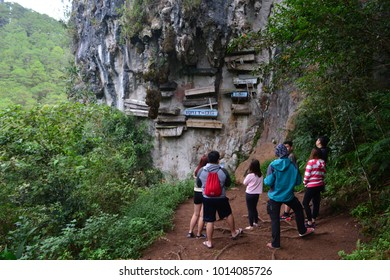 SAGADA, PHILIPPINES - JAN 17TH, 2018 - Unidentified tourists looking at he hanging coffins of Sagada, an important touristic destination in Philippines, on Jan 17th, 2018