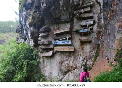 SAGADA, PHILIPPINES - JAN 17TH, 2018 - Unidentified tourist looking at he hanging coffins of Sagada, an important touristic destination in Philippines, on Jan 17th, 2018