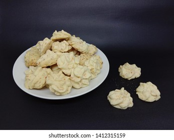 sago cheese, cookies made from sago dough and cheese. These cookies are a favorite of Christmas snacks and Eid al-Fitr