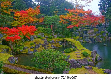 Saidaimon(Niomon) is a part of daigoji Temple.The Chinryutei is a tearoom live in seclusion the southeast part of garden.Early autumn scenery of colorful foliage is Japanese aesthetic wabisabi style.