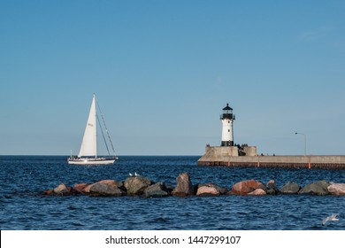 Sail boat makes it's way into Duluth Harbor