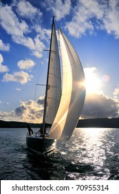 Segelboot am Himmel