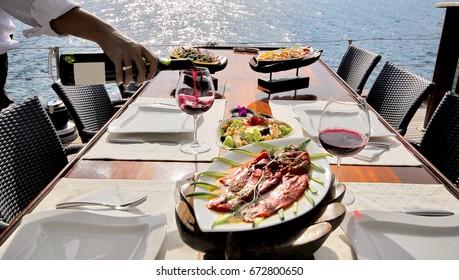 Sailboat Lounge