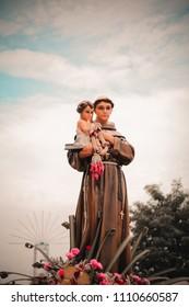 Saint Anthony with Child Jesus statue