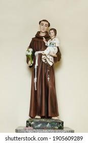 saint Anthony of lisbon or St. Anthony de padua and baby Jesus