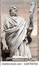 Saint Jude Thadeus statue on the facade of the Milan Cathedral, Duomo di Santa Maria Nascente, Milan, Lombardy, Italy