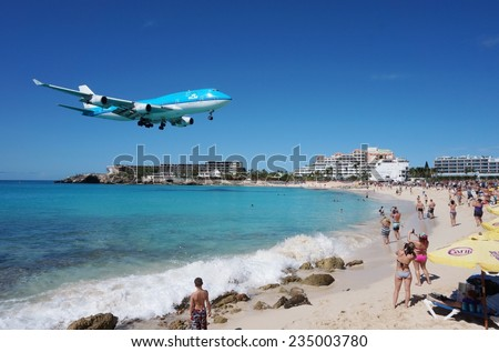 SAINT MARTIN, DUTCH ANTILLES --30 NOVEMBER 2014-- The beach at Maho Bay is one of the world's premier planespotting destinations. Airplanes landing at the Princess Juliana Airport fly over beachgoers.